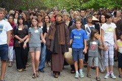 meditazione camminata con thich nhat hanh sacrofano italia 2012